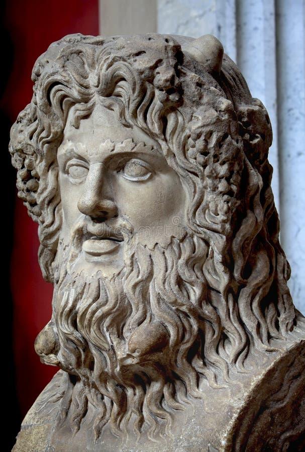 Estatua antigua de dios foto de archivo