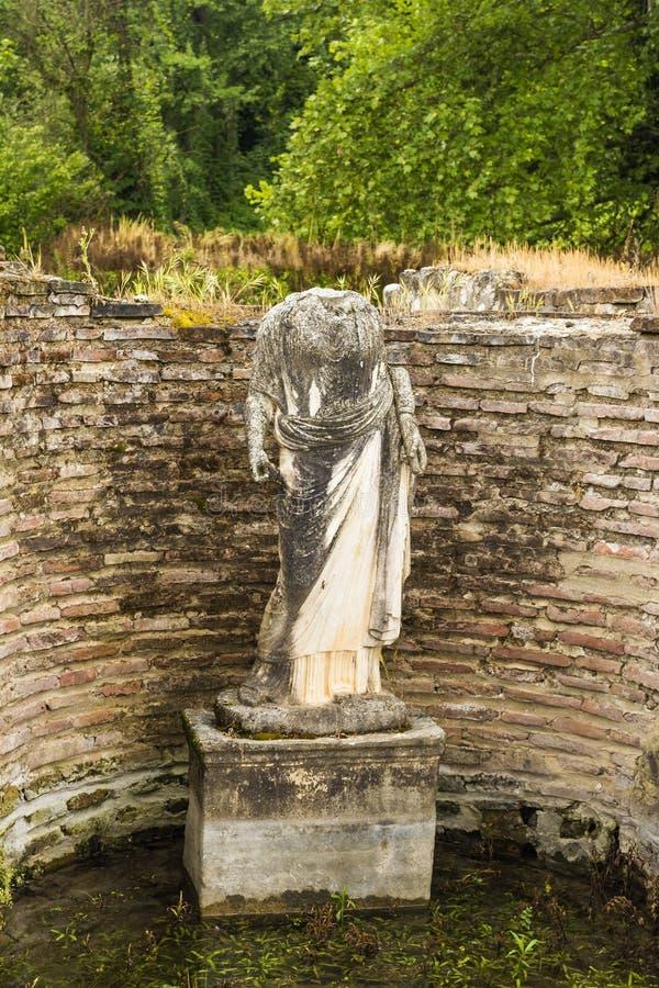 Estatua antigua de la mujer en Dion Archeological Site en Grecia imágenes de archivo libres de regalías