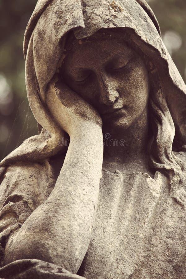 Estatua antigua de la religión de la Virgen María, fe, santa imagen de archivo