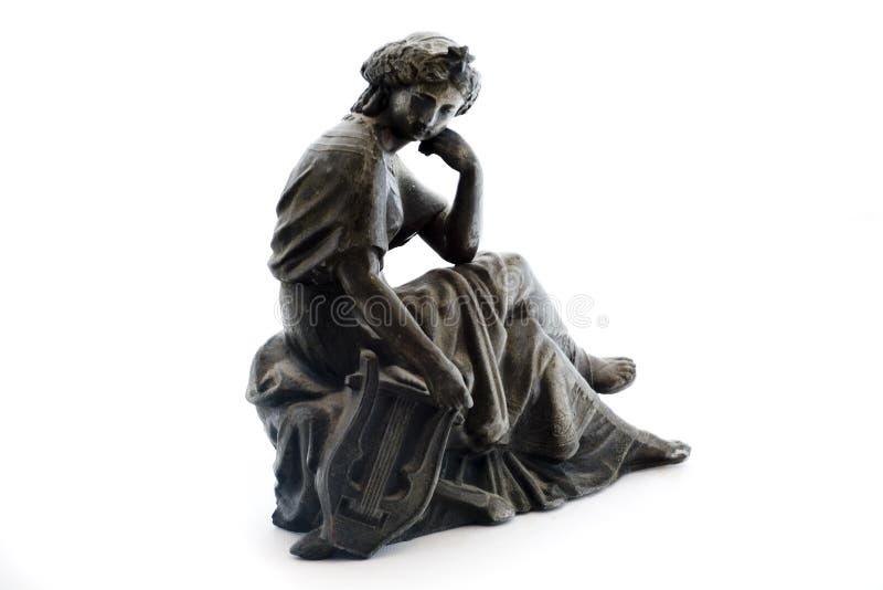 Estatua antigua del metal en el fondo blanco foto de archivo