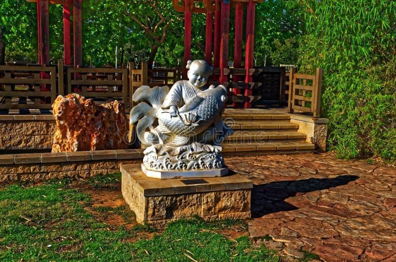 Estatua asiática del hombre del pescador fotos de archivo libres de regalías