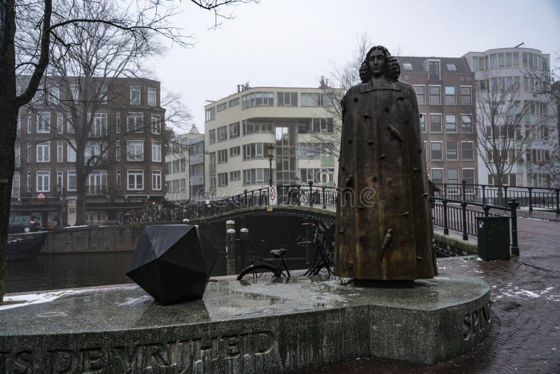 Estatua Baruch Benedictus Spinoza de Amsterdam imágenes de archivo libres de regalías