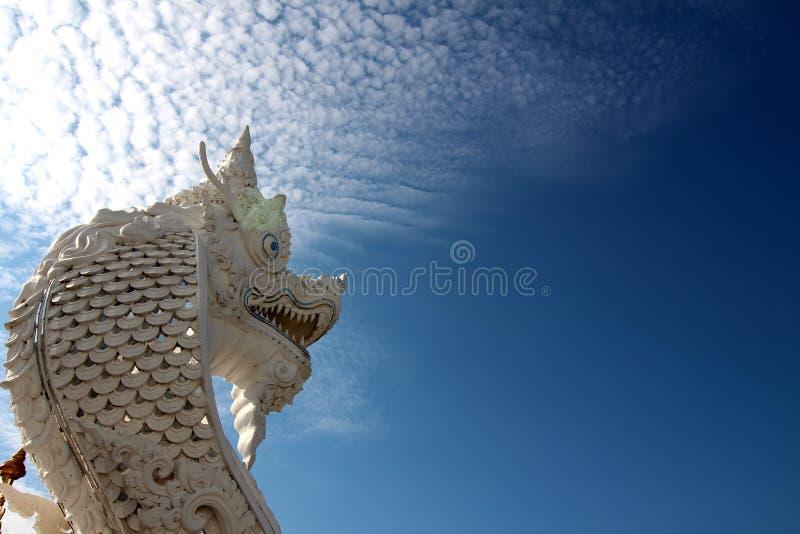 Estatua blanca de la serpiente fotografía de archivo libre de regalías