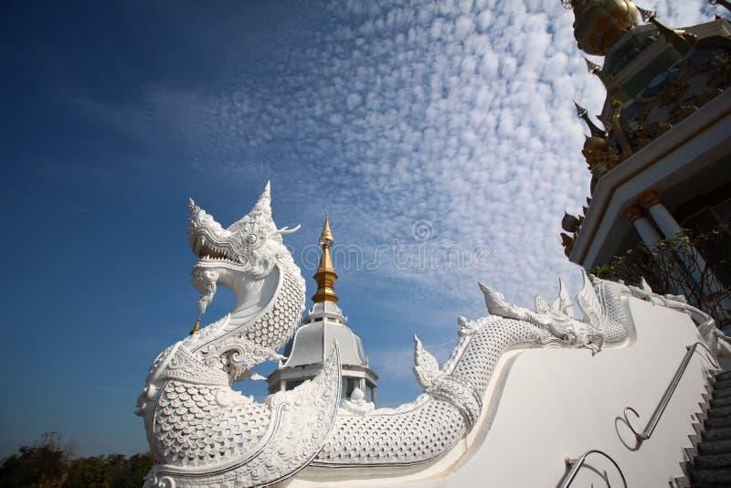 Estatua blanca de la serpiente imagen de archivo libre de regalías