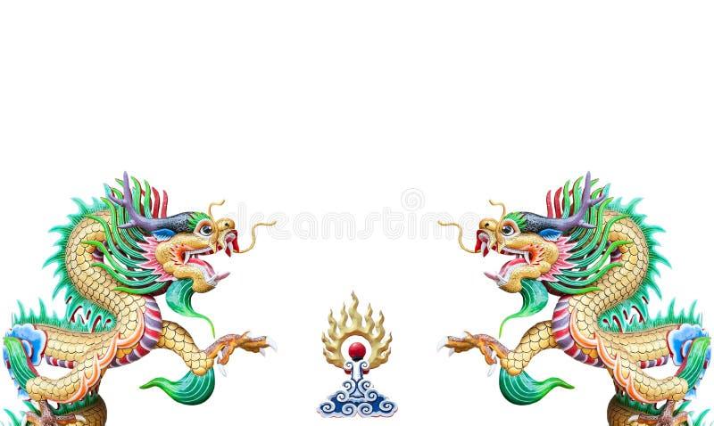 Estatua china colorida del dragón en el fondo blanco foto de archivo