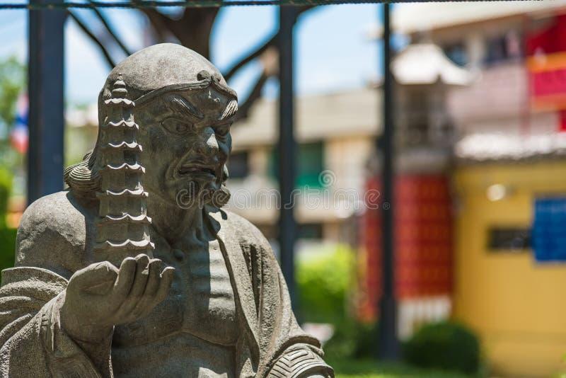 Estatua china de dios de Wat Borom Racha Kanchanapisek Anusorn y de x28; Nuei Yee Branch 2& x29 de Leng; , Un templo chino popula imagenes de archivo