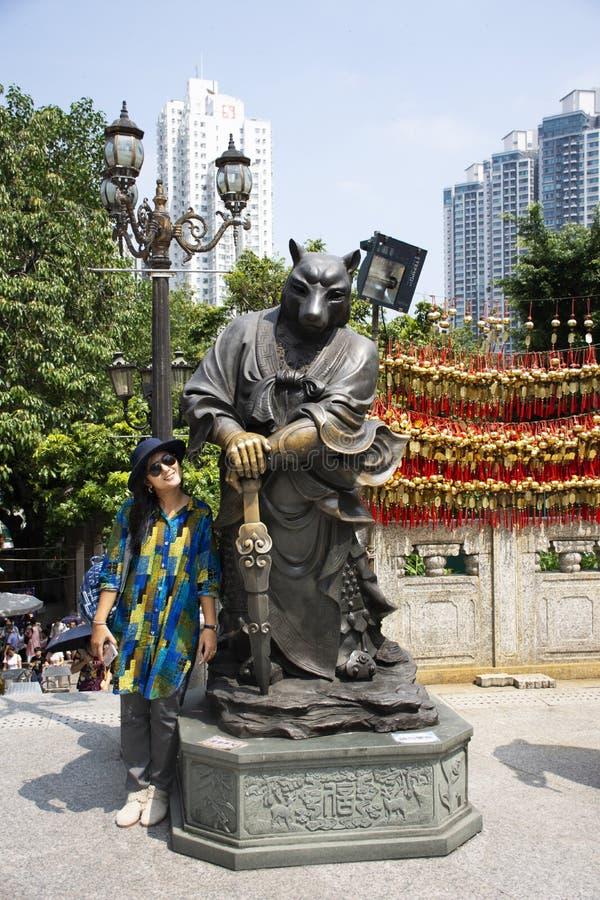 Estatua china del ángel del zodiaco doce en Wong Tai Sin Temple en Kowloon en Hong Kong, China fotografía de archivo