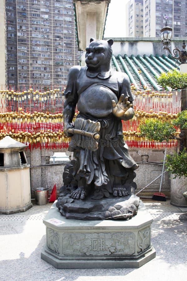 Estatua china del ángel del zodiaco doce tradicionales en Wong Tai Sin Temple en Kowloon en Hong Kong, China foto de archivo