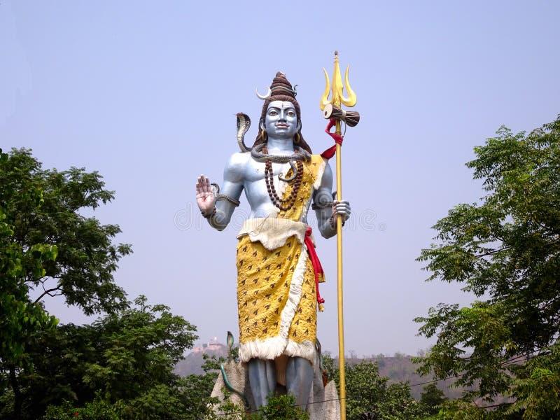 Estatua colorida alta de Lord Shiva imagenes de archivo