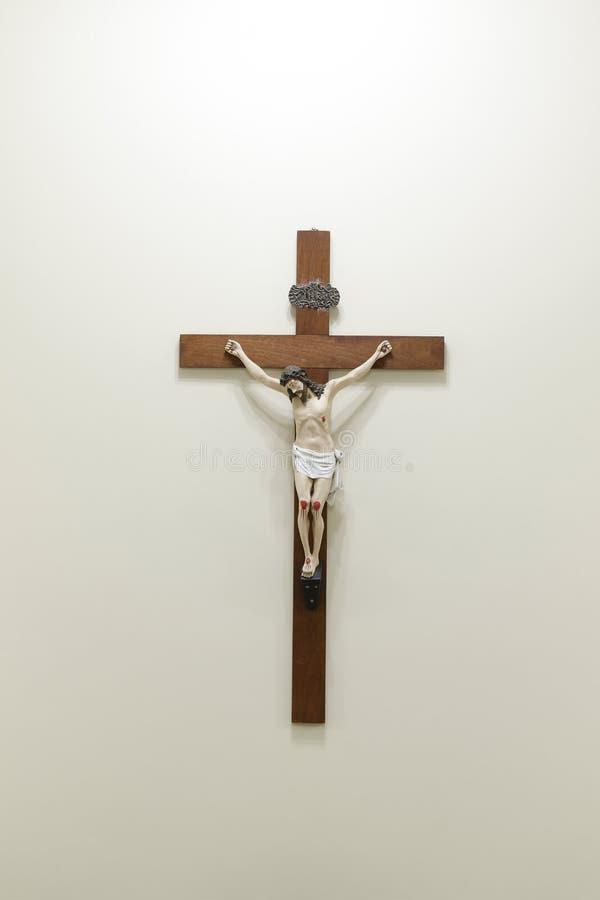 Estatua con imagen de Jesús crucificado foto de archivo libre de regalías