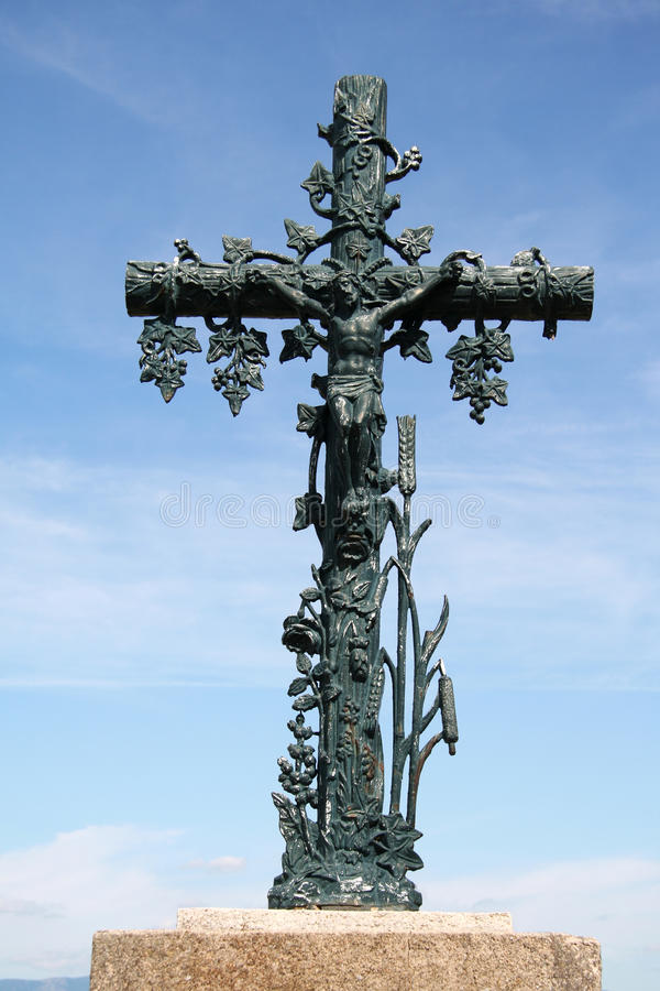 Estatua cruzada cristiana imagen de archivo libre de regalías