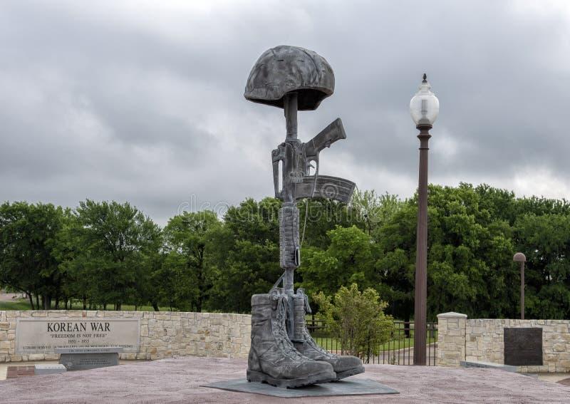 Estatua cruzada en Memorial Park del veterano, Ennis, Tejas del campo de batalla imágenes de archivo libres de regalías