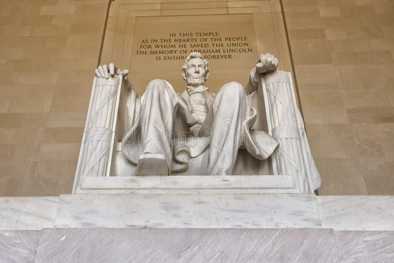Estatua de Abraham Lincoln en el monumento del Washington DC imagen de archivo