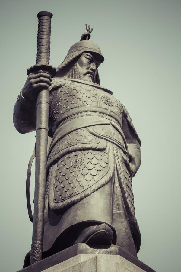 Estatua de almirante Yi Sunsin en la plaza de Gwanghwamun en Seul, del sur foto de archivo libre de regalías
