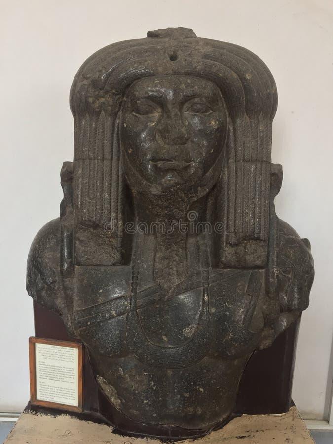 Estatua de Amenemhat III como sacerdote fotos de archivo