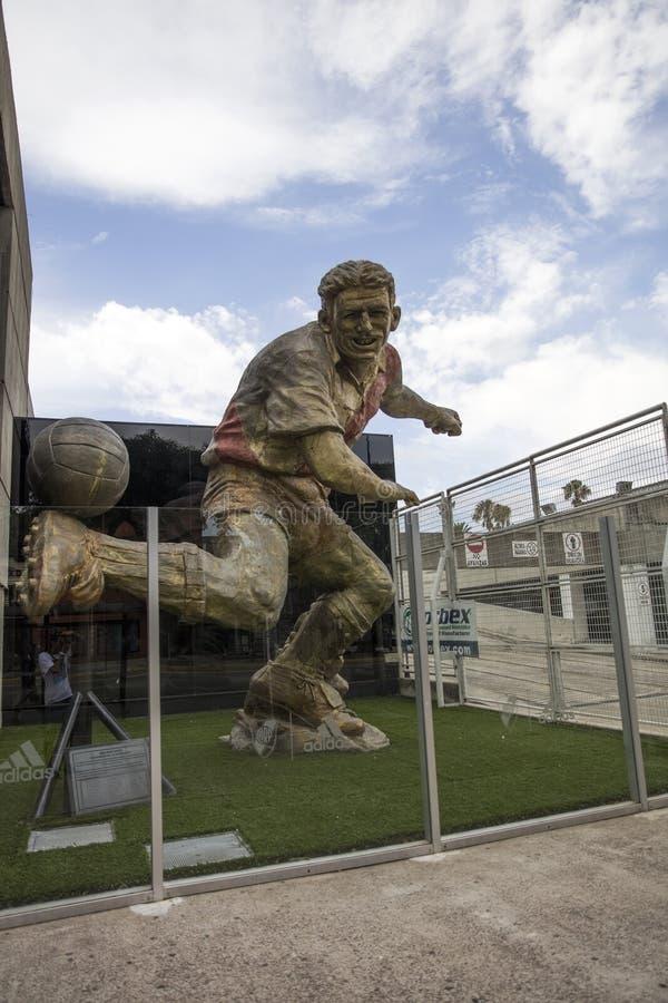 Estatua de Angel Labruna en el estadio de River Plate en Buenos Aires, Arg fotos de archivo libres de regalías