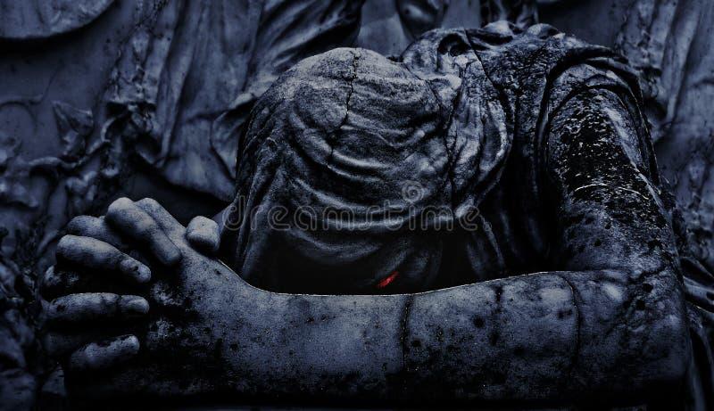 Estatua de Angel Praying Close Up oscuro ilustración del vector