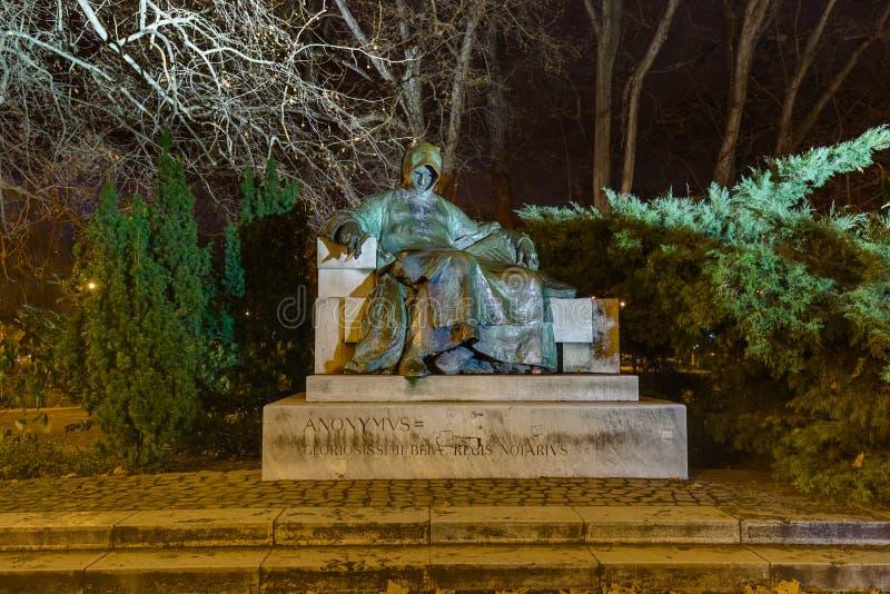 Estatua de Anonymus en el castillo de Vajdahunyad - Budapest Hungría imágenes de archivo libres de regalías