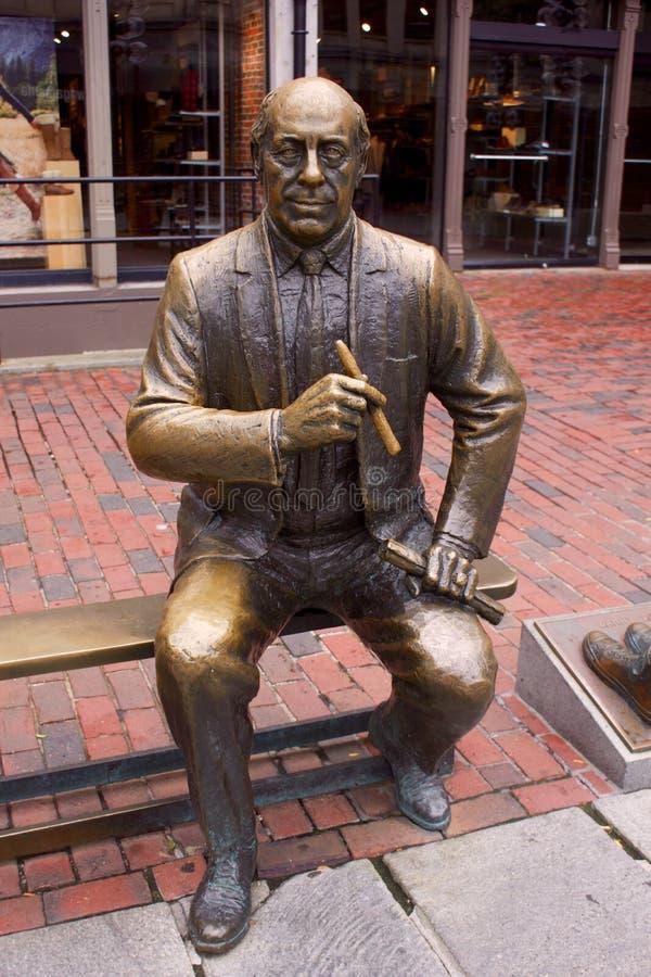 Estatua de Auerbach rojo imagenes de archivo