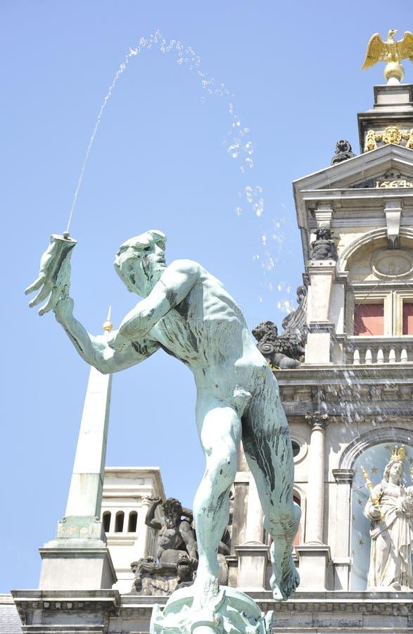 Estatua de Brabo y de la mano del gigante, Amberes, Bélgica fotografía de archivo