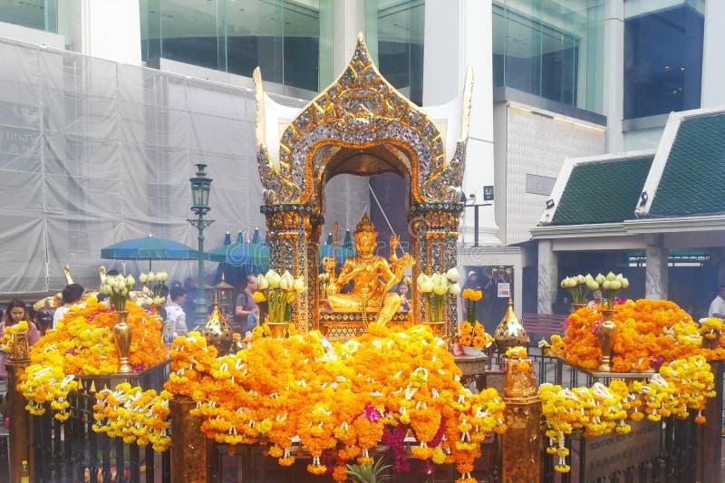 Estatua de Brahma en el hotel erawan imagenes de archivo