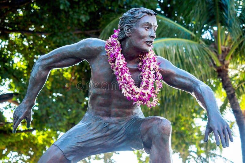 Estatua de bronce de Duke Kahanamoku, área de la playa de Waikiki foto de archivo