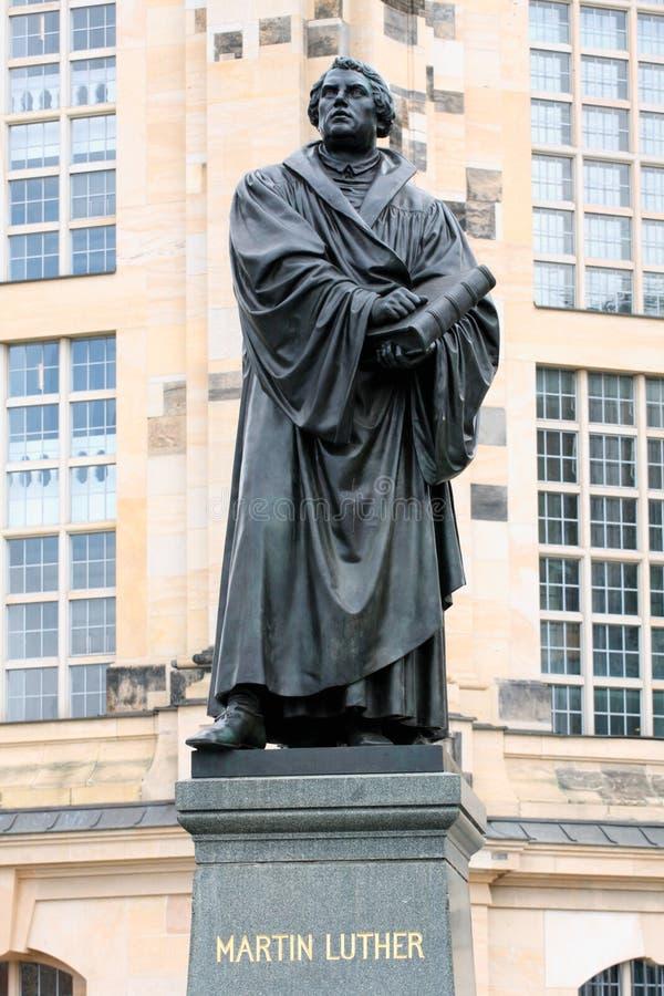 Estatua de Bronce de Martin Luther en Dresden, construida por Adolf von Do imagen de archivo