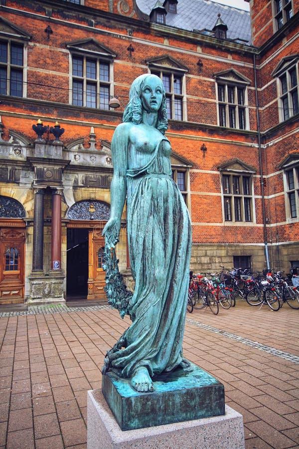 Estatua de bronce de Ofelia, castillo de Elsinor, Helsingo foto de archivo libre de regalías