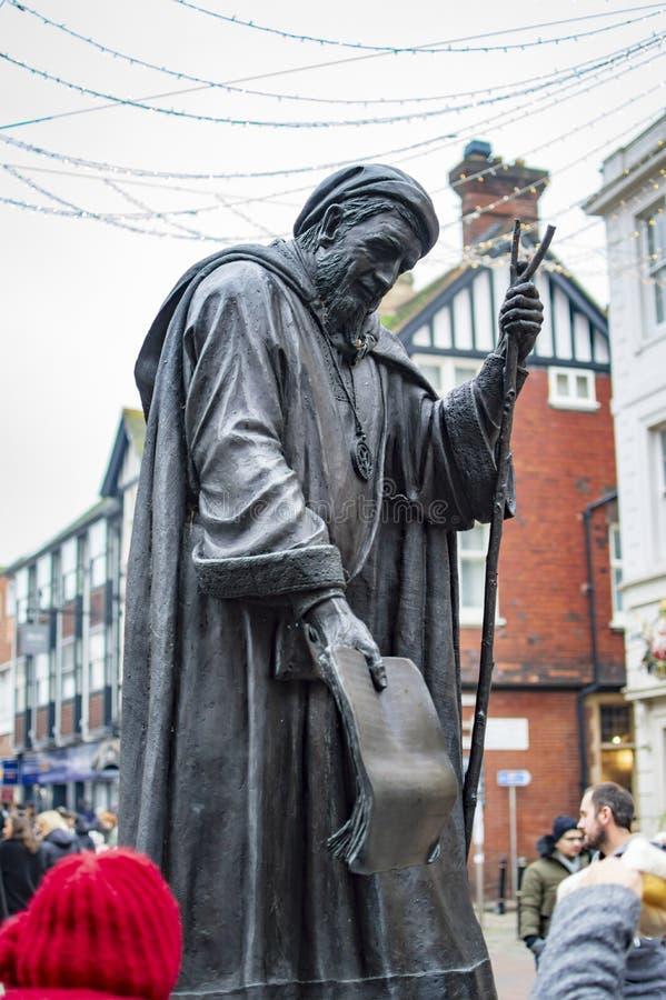 Estatua de bronce de Geoffrey Chaucer en la ciudad de Cantorbery del condado de Kent en Reino Unido imágenes de archivo libres de regalías