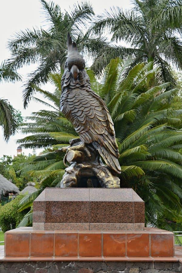 Estatua de bronce heroica del loro, Tenerife, islas Canarias, España, Europa foto de archivo libre de regalías