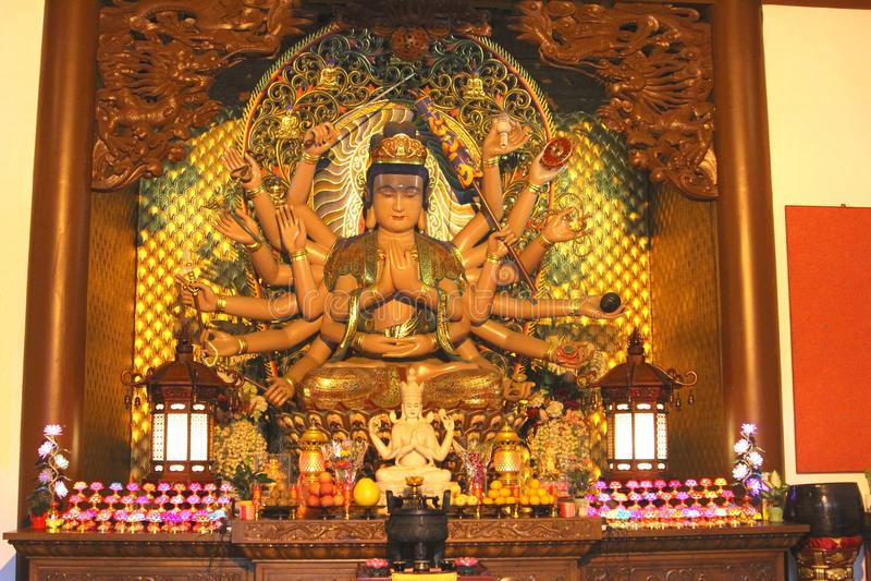 Estatua de Buda con dieciocho brazos en el Lingyin Temple, China foto de archivo libre de regalías