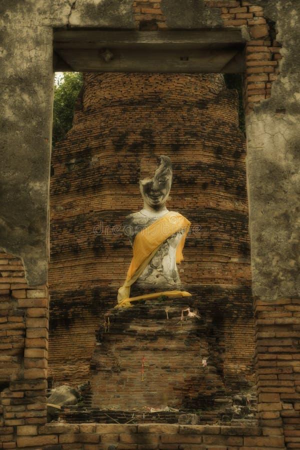 Estatua de Buda de la ruina del wat Suwandawas fotografía de archivo libre de regalías