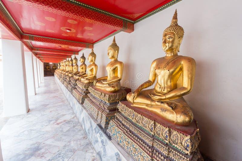 Estatua de Buda del oro en Wat PHO imágenes de archivo libres de regalías