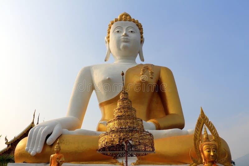 Estatua de Buda en el templo 3 foto de archivo