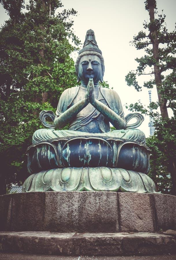 Estatua de Buda en el templo de Senso-ji, Tokio, Japón fotografía de archivo libre de regalías