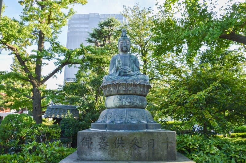 Estatua de Buda en el templo Tokio Japón 2016 de Betendo imagen de archivo