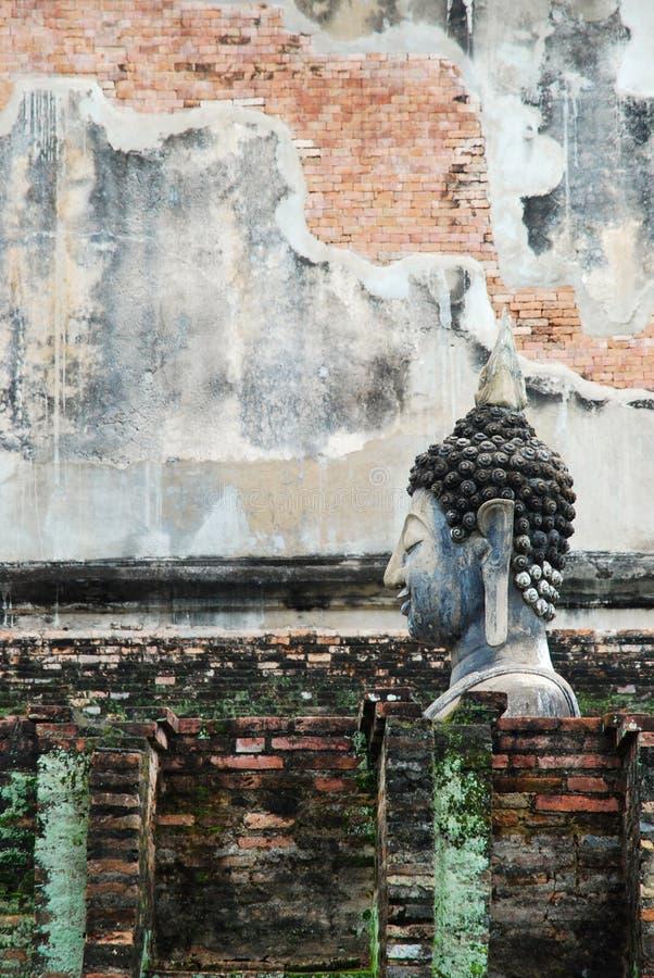 Estatua de Buda que se sienta fotos de archivo