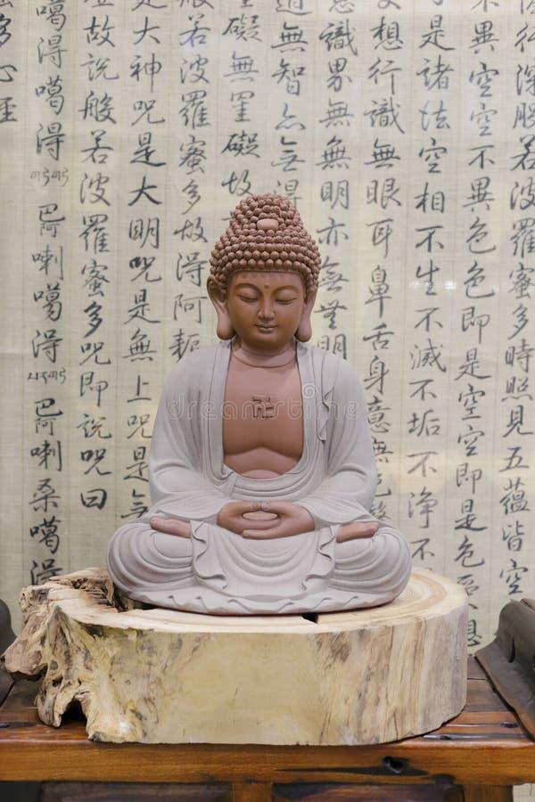 Estatua de Buda y el sutra del corazón foto de archivo libre de regalías