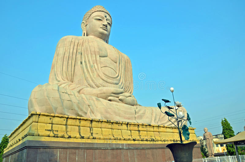 Estatua de Buddha de la rejilla foto de archivo libre de regalías