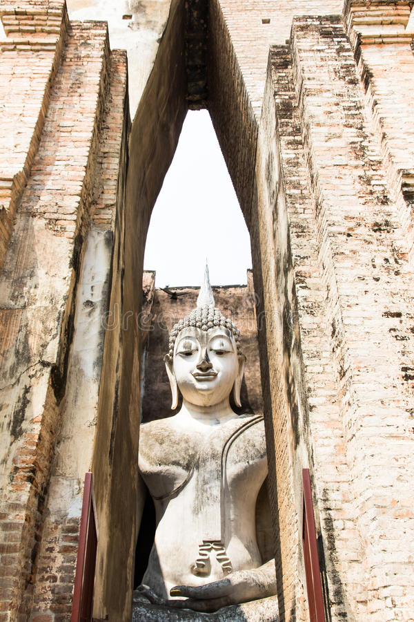 Estatua de Buddha en el templo fotos de archivo
