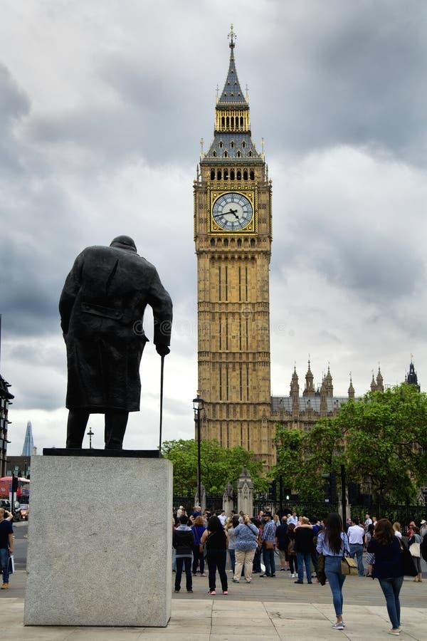 Estatua de Churchill y ben grande imágenes de archivo libres de regalías