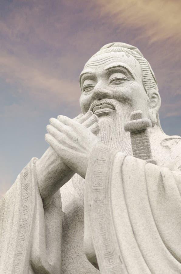 Estatua de Confucio, opinión del lado derecho foto de archivo libre de regalías