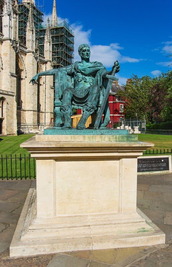 Estatua de Constantina el grande en la iglesia de monasterio de York en York imagenes de archivo
