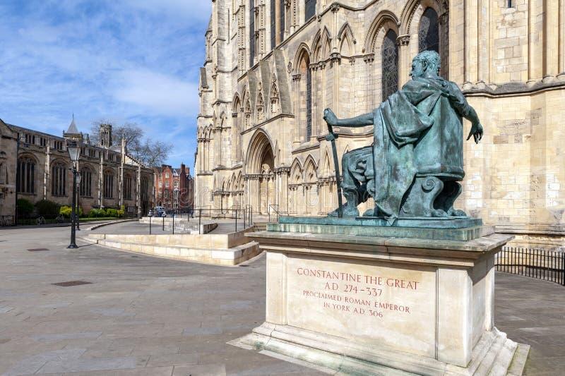 Estatua de Constantine The Great, ciudad de York en Inglaterra, Reino Unido fotografía de archivo