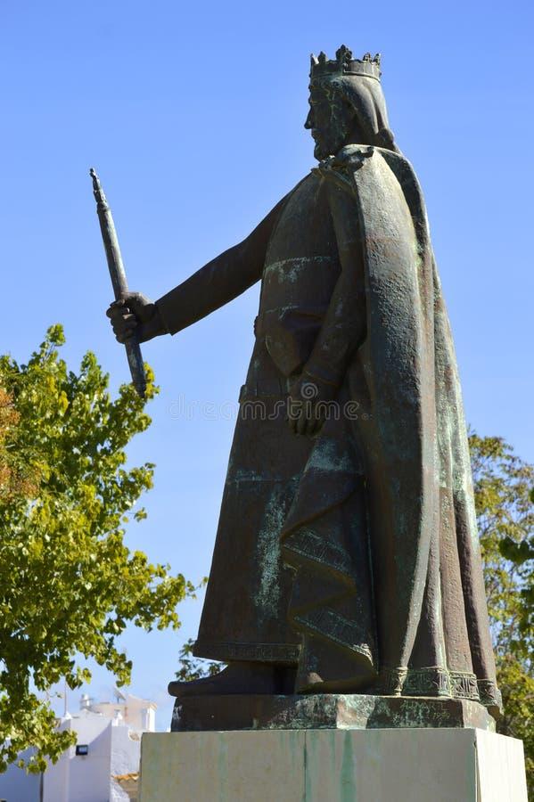 Estatua de D Afonso III de Portugal el rey en el siglo XIII fotografía de archivo