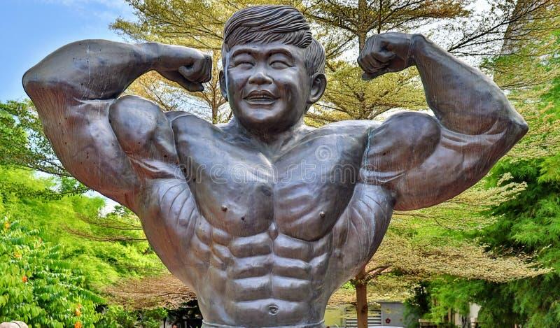 Estatua de Datuk wira Dr. Gan Boon Leong padre de los constructores de cuerpos en Malasia, Melaka fotografía de archivo