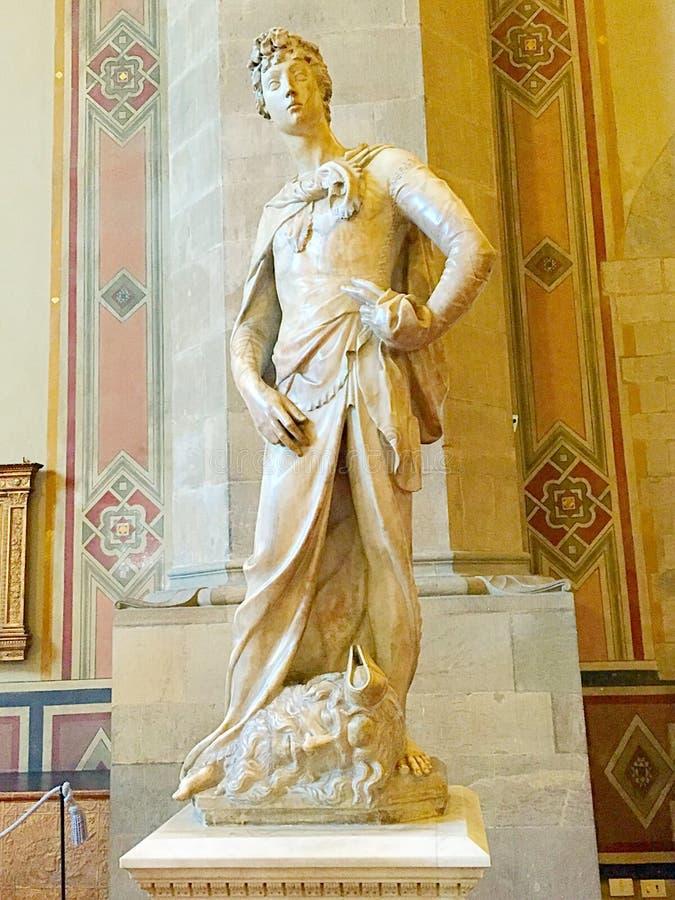 Estatua de David en el mármol hecho por Donatello, museo de Bargello en Florencia, Italia fotografía de archivo libre de regalías