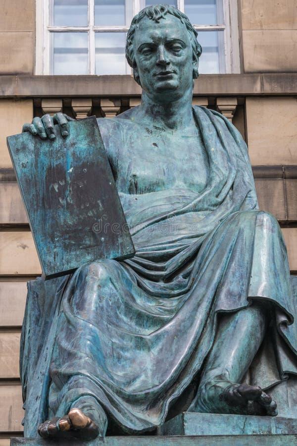Estatua de David Hume, Edimburgo Escocia Reino Unido foto de archivo