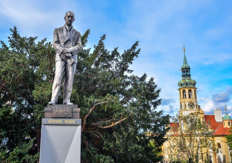 Estatua de Edvard Benes, presidente anterior de Checoslovaquia, y de Loreta, Praga, República Checa imágenes de archivo libres de regalías