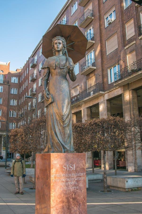 Estatua de Elisabeth apodada Sisi, Emperatriz de Austria y Reina de Hungría, en el centro de Budapest imagen de archivo libre de regalías